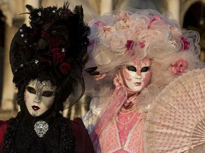 https://imgc.artprintimages.com/img/print/venice-italy-mask-and-costumes-at-carnival_u-l-pyowdy0.jpg?p=0