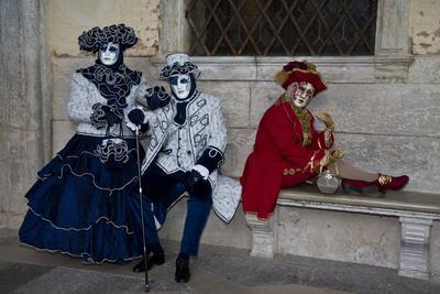 https://imgc.artprintimages.com/img/print/venice-italy-mask-and-costumes-at-carnival_u-l-pyq4g20.jpg?p=0
