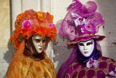 https://imgc.artprintimages.com/img/print/venice-italy-mask-and-costumes-at-carnival_u-l-pyq7zf0.jpg?p=0