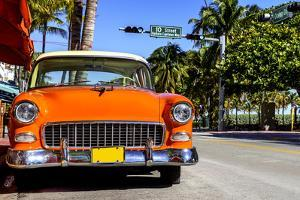 Classic American Car on South Beach, Miami. by vent du sud