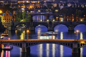 Prague at Night by vent du sud