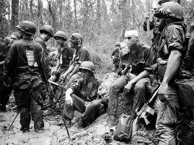 Vietnam War - U.S. Army Zone D-Henri Huet-Photographic Print