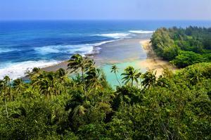 View across Kee Beach, Haena State Park, Island of Kauai, Hawaii, USA