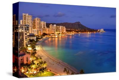 View across Waikiki Beach towards Diamond Head, Honolulu, Island of Oahu, Hawaii, USA