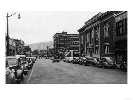 View of a City Street Scene - Lewiston, ID-Lantern Press-Art Print