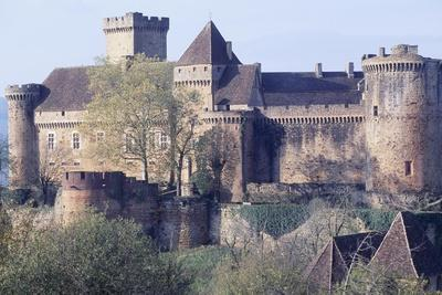 https://imgc.artprintimages.com/img/print/view-of-castle-of-castelnau-bretenoux-prudhomat-midi-pyrenees-france-11th-17th-century_u-l-pp1q8w0.jpg?p=0