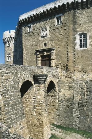 https://imgc.artprintimages.com/img/print/view-of-castle-of-suze-la-rousse-rhone-alpes-france-11th-18th-century_u-l-pooaq70.jpg?p=0
