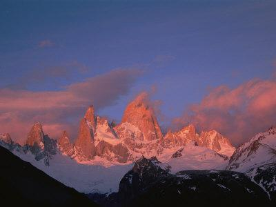 https://imgc.artprintimages.com/img/print/view-of-cerro-fitzroy-center-at-twilight_u-l-p3rby20.jpg?p=0