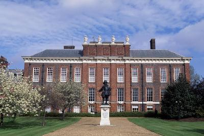 View of Kensington Palace with Statue of William III of Orange, London, England, 17th-18th Century--Giclee Print