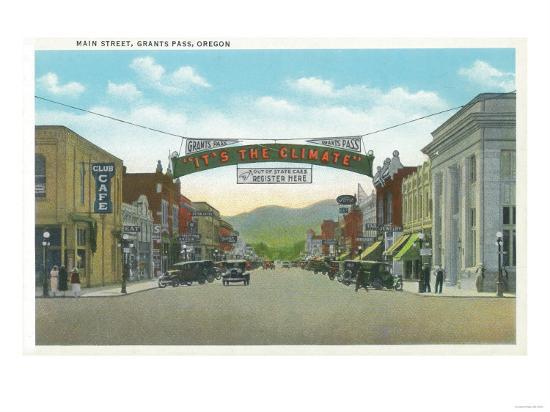 View of Main Street - Grants Pass, OR-Lantern Press-Art Print