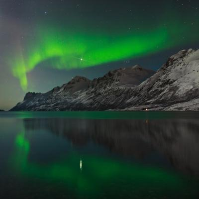 https://imgc.artprintimages.com/img/print/view-of-the-aurora-borealis-northern-lights-reflected-in-a-fjord_u-l-pu79950.jpg?p=0