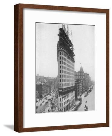 View of the Flatiron Building under Construction in New York City--Framed Premium Photographic Print
