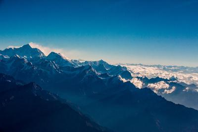 https://imgc.artprintimages.com/img/print/view-of-the-skyline-of-mount-everest-and-the-himalayas-nepal-asia_u-l-q1bsm6x0.jpg?p=0