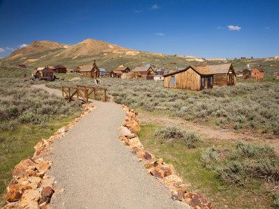 https://imgc.artprintimages.com/img/print/view-of-town-with-standard-mine-and-mill-bodie-state-historic-park-ca_u-l-p2u2yu0.jpg?p=0