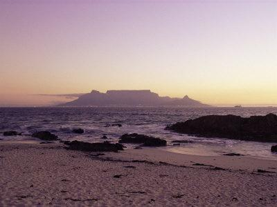 https://imgc.artprintimages.com/img/print/view-to-table-mountain-from-bloubergstrand-cape-town-south-africa-africa_u-l-p1q4x40.jpg?p=0