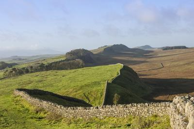 https://imgc.artprintimages.com/img/print/view-west-from-kings-hill-to-housesteads-crags-and-cuddy-s-crags_u-l-po6gri0.jpg?p=0
