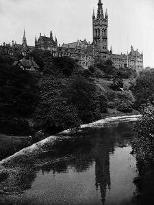 Views Glasgow University with the River Kelvin Flowing Alongside