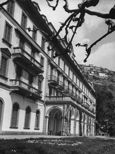 Villa D'Este, Now a Famous Hotel on Lake Como-Carl Mydans-Photographic Print
