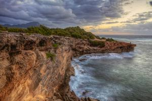 Return to Shipwreck Beach at Sunrise, Kauai Hawaii by Vincent James
