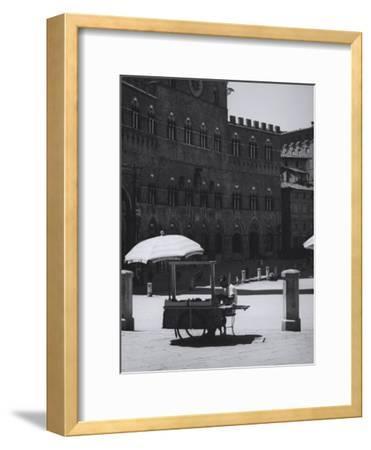 Peddler in the Campo Square in Siena