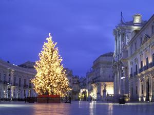 Duomo Square at Christmas, Ortygia, Siracusa, Sicily, Italy, Europe by Vincenzo Lombardo