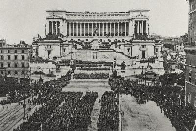 Visions of War 1915-1918: Celebrations at the End of the Great War-Vincenzo Aragozzini-Photographic Print