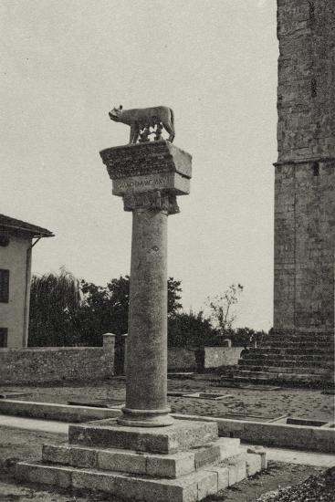 Visions of War 1915-1918: Column with the She-Wolf of Rome and the Date 1915-Vincenzo Aragozzini-Photographic Print