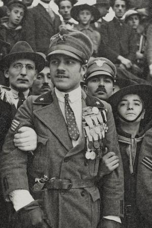 https://imgc.artprintimages.com/img/print/visions-of-war-1915-1918-war-hero-with-many-medals-in-the-chest_u-l-q10tohl0.jpg?p=0