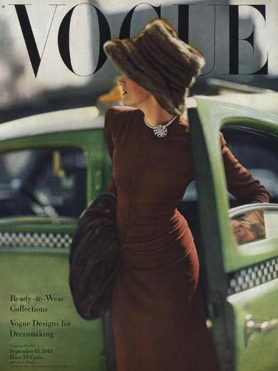 Vogue Cover - September 1945 - On the Town-Constantin Joff?-Premium Giclee Print