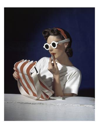 https://imgc.artprintimages.com/img/print/vogue-july-1939-white-sunglasses-red-lipstick_u-l-pep8ku0.jpg?p=0