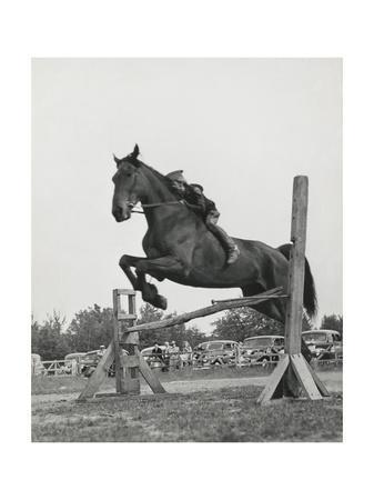 https://imgc.artprintimages.com/img/print/vogue-july-1941_u-l-q10mgqi0.jpg?artPerspective=n