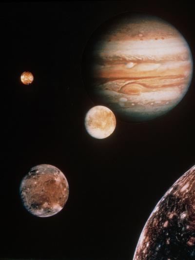 Voyager Mosaic of Jupiter & Its 4 Galilean Moons--Photographic Print