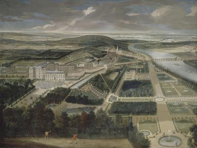 Vue cavalière du château, jardins bas et de la ville de Saint-Cloud-Etienne Allegrain-Giclee Print