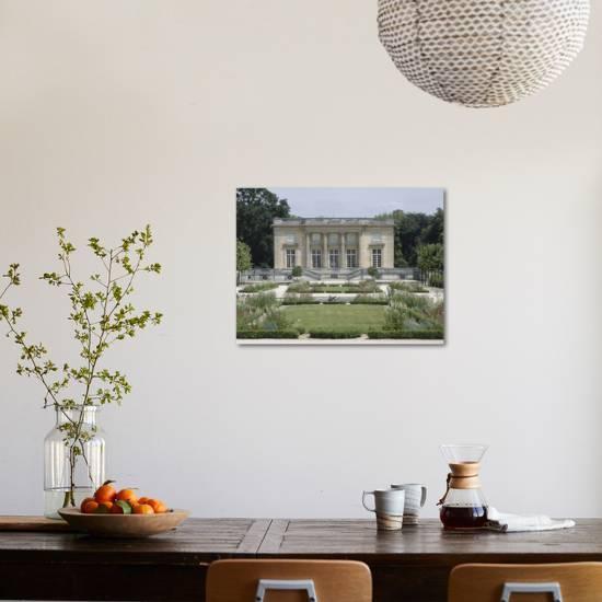Vue extérieure du Petit Trianon : façade sud sur les parterres du jardin  français Giclee Print by | Art.com
