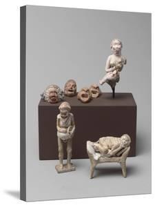 Vue groupée de figurines en terre cuite béotienne