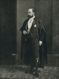 The Prince of Wales as a bencher of the Middle Temple, 1884 (1910) by W&D Downey
