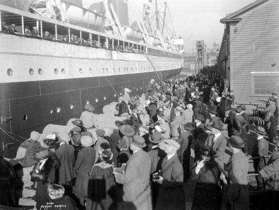 W.H. Alexander Leaving Dock, 1923-Asahel Curtis-Giclee Print
