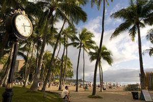Waikiki Beach Clock, Honolulu, O'ahu, Hawaii (photo)
