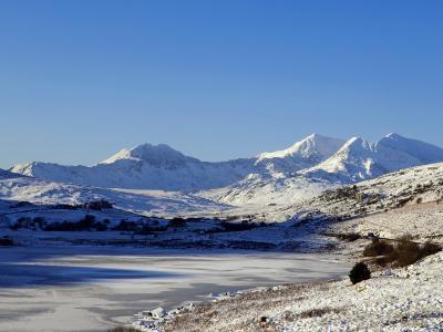 Wales, Gwynedd, Snowdonia; View over the Frozen Llyn Mymbyr Towards the Snowdon Horseshoe-John Warburton-lee-Photographic Print