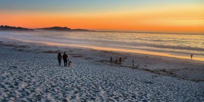 Walk on the Beach-Ronaldo Pichardo-Photographic Print