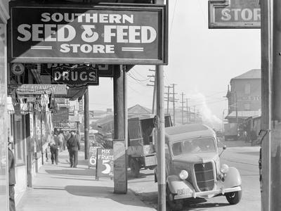 French market sidewalk scene at the Waterfront in New Orleans, Louisiana, 1935