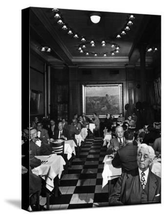 Henrici's, Chicago's Oldest Restaurant, Had Decorations and Superior Food, Filling with Politicians
