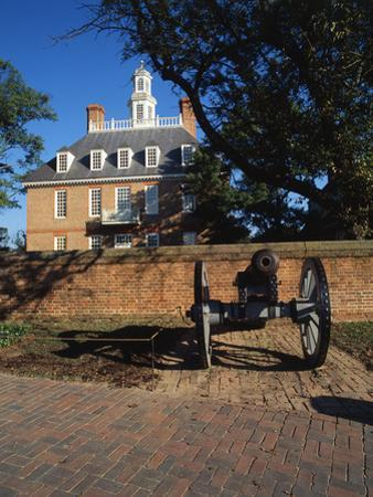 Cannon Outside Governor's Palace, Williamsburg, Virginia, USA