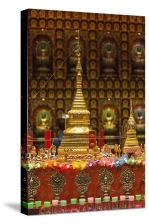 Singapore, Chinatown, Buddha Tooth Relic Temple, Temple Statues