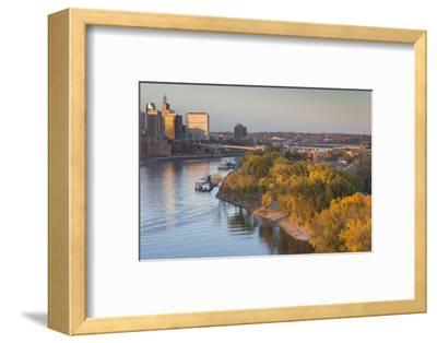 St Paul, Skyline from Mississippi River, Minneapolis, Minnesota, USA