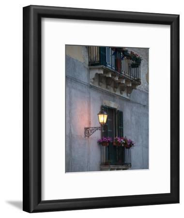 Streetlights on Via R. Settimo, Ortygia Island, Syracuse, Sicily, Italy