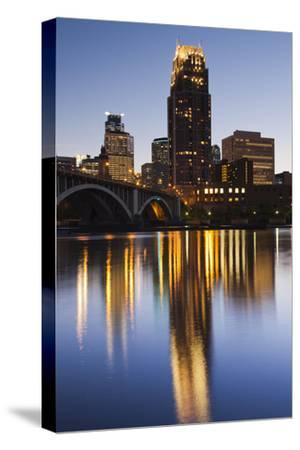 Third Avenue Bridge, Mississippi River, Minneapolis, Minnesota, USA