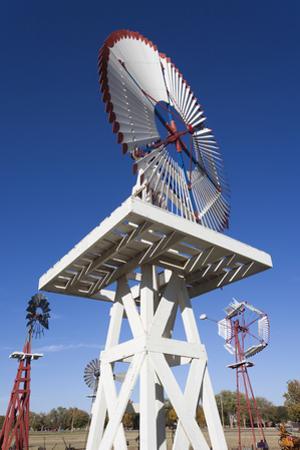 Vintage Farm Windmills, Elk City, Oklahoma, USA