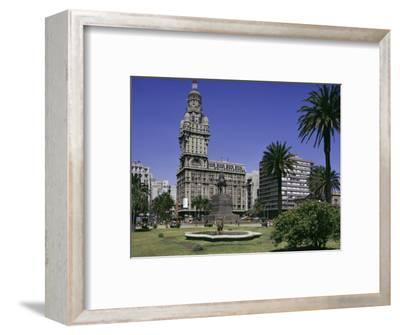 Palacio Salvo, Plaza Independenca, Montevideo, Uruguay, South America