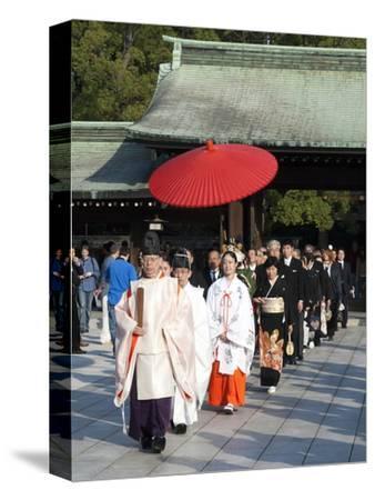 Shinto Wedding Procession at the Meiji Jingu Shrine, Tokyo, Japan, Asia